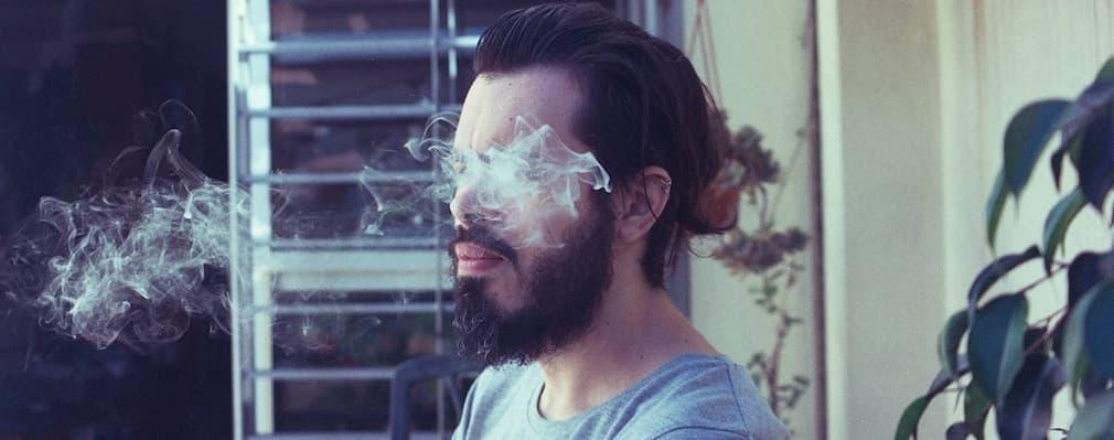 伸びてくる髭を自由に育てる「無精ヒゲ」が嫌われるワケ